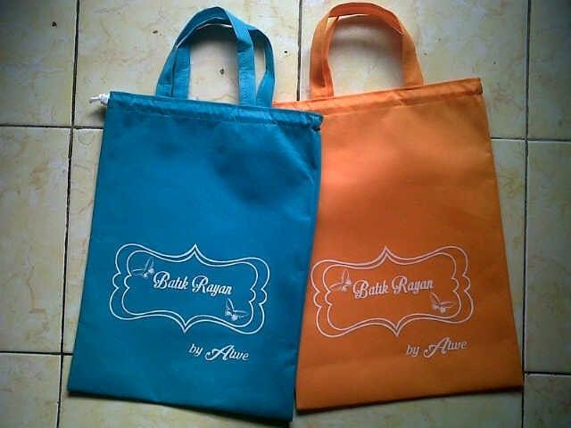 Tas spunbond untuk packing kain batik