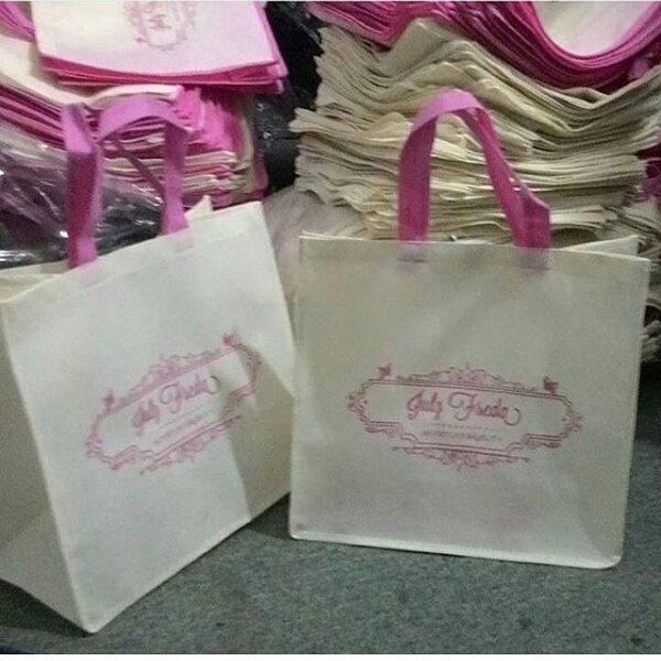 tas berkat bahan spunbond putih pink