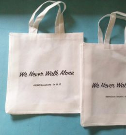 tas spunbond we never walk alone, tas goodie bag