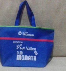 tas spuvenir Kospin acara bersama VIA Vallen