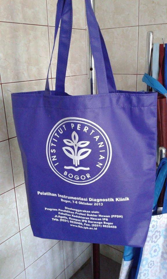 tas seminar kit IPB Bogor, tas seminar, tas seminar kit, tas spunbond, tas kain spunbond, tas non woven, tas furing, tas souvenir, tas souvenir seminar, tas spunbond murah, tas souvenir murah, tas jinjing, tas kain non woven