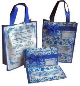 tas undangan pernikahan putih biru pita
